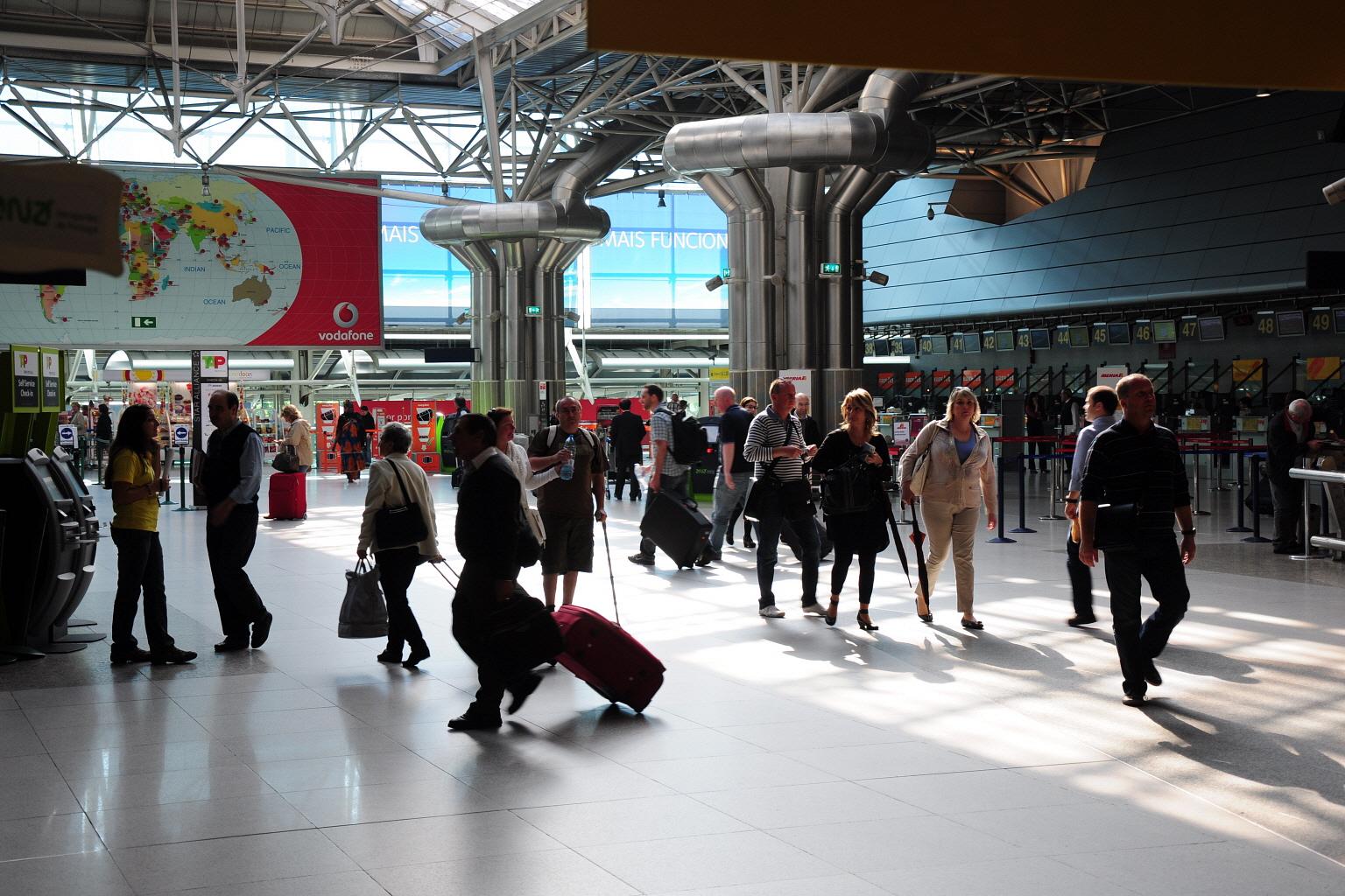 Resultado de imagem para Greve nos aeroportos. Emigrantes em Londres arriscam não passar Natal a casa?