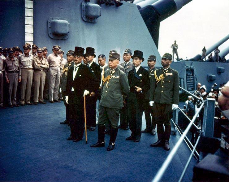 Assinatura da rendição do Japão a bordo do USS Missouri
