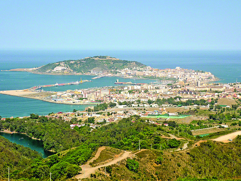 Vista de Ceuta, com o Monte Facho ao fundo